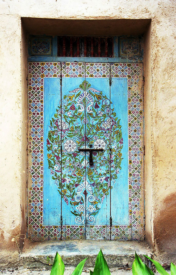 alte Haustüren mit Ornamenten dekorieren bunt bemalen DIY Ideen
