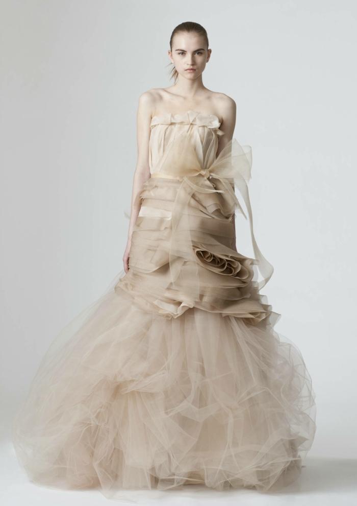 ausgefallene brautkleider haute couture designer hochzeitskleid tüll satin creme weiß