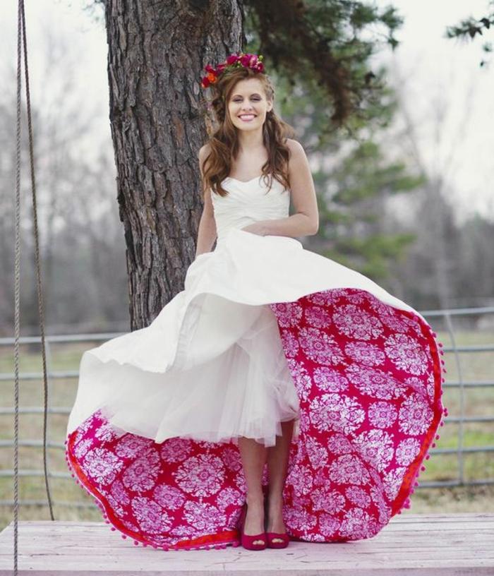 ausgefallene brautkleider originelles design weiß rot florale muster hochzeitskleider