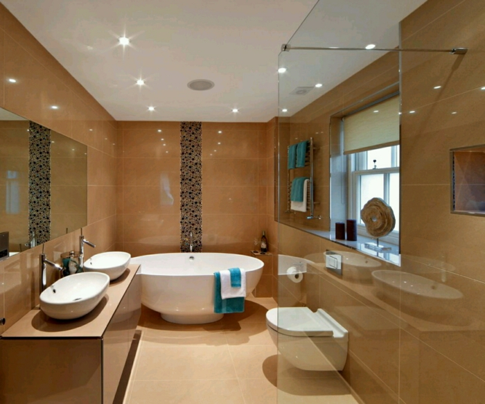 badefliesen badideen helles badezimmer beleuchtung wandspiegel runde badewanne