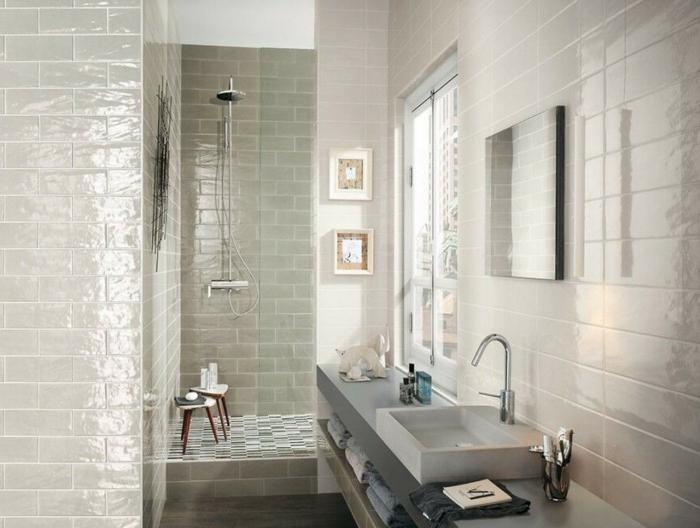 badefliesen glänzend helles badezimmer dusche