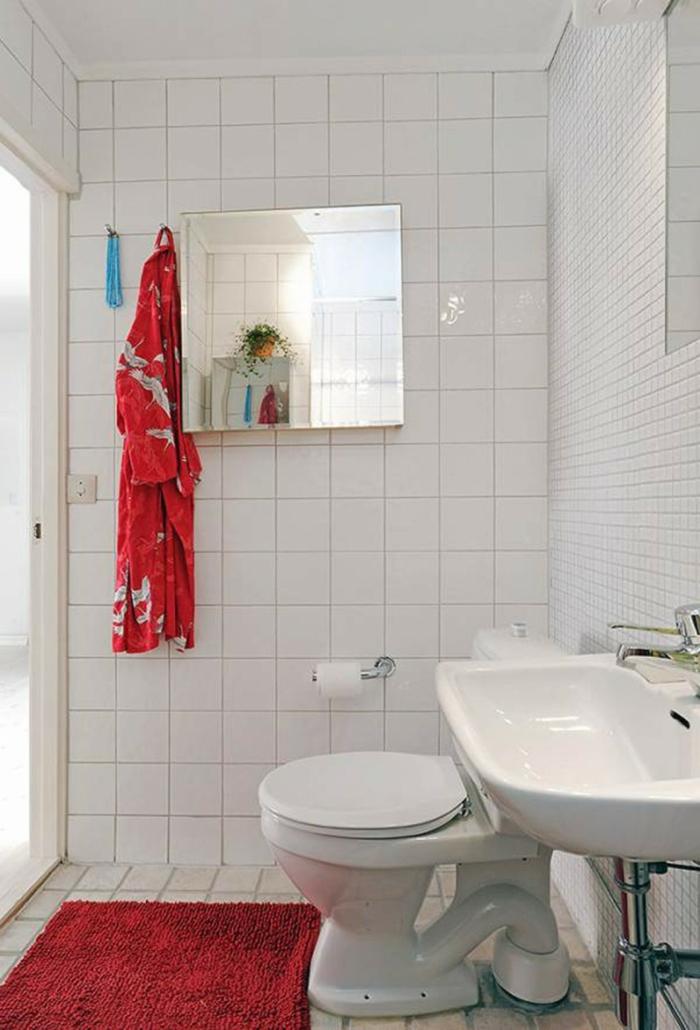 badefliesen weiße badezimmerfliesen rote akzente badideen