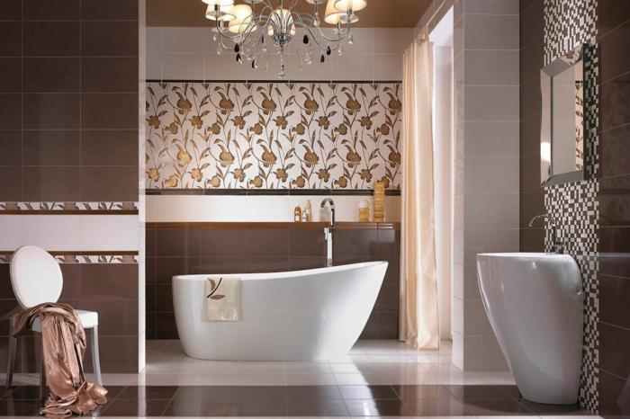 badezimmerfliesen badideen florales muster freistende badewanne leuchter