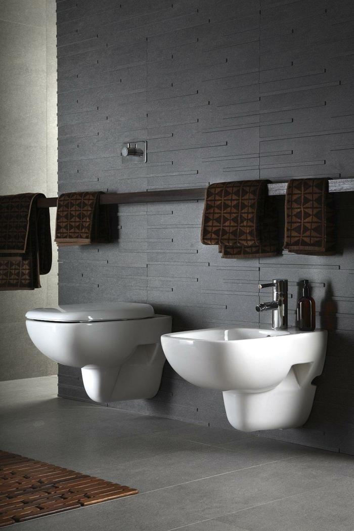 badezimmerfliesen grau modern braune tücher badideen