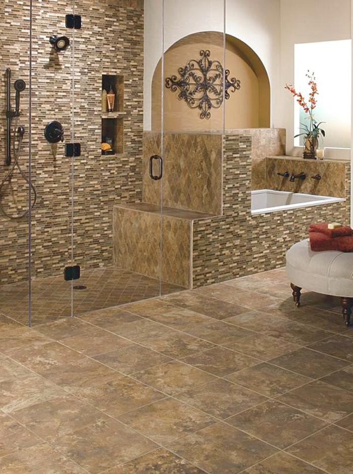 badezimmerfliesen mosaik wandgestaltung badewanne gläserne duschwand