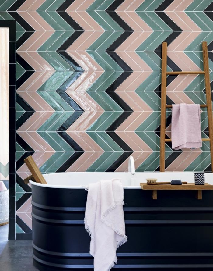 badfliesen farbig glänzend ausgefallene badewanne