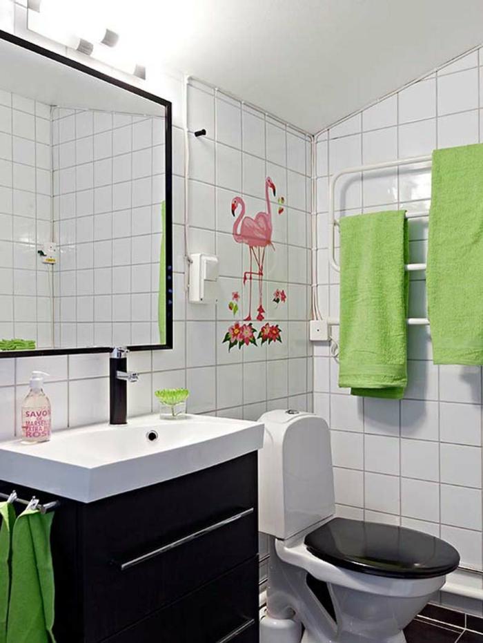 badfliesen sticker grüne akzente tücher kleines bad