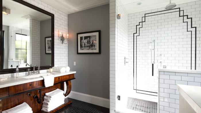 badfliesen weißes badezimmer badspiegel weiße tücher