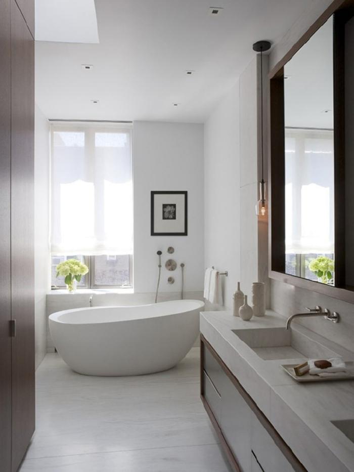 badideen dekoideen badezimmer gemälde blumenvase badewanne