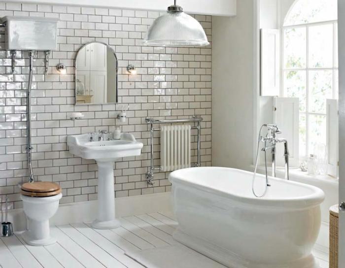 badideen kleine räume badewanne glänzende wandfliesen badspiegel