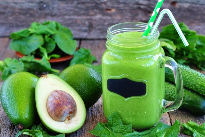 ernährung säure basen stockfoto avokado gurke spinat