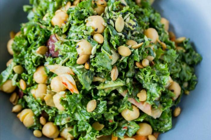 basische ernährung säure basen stockfoto salate gesund