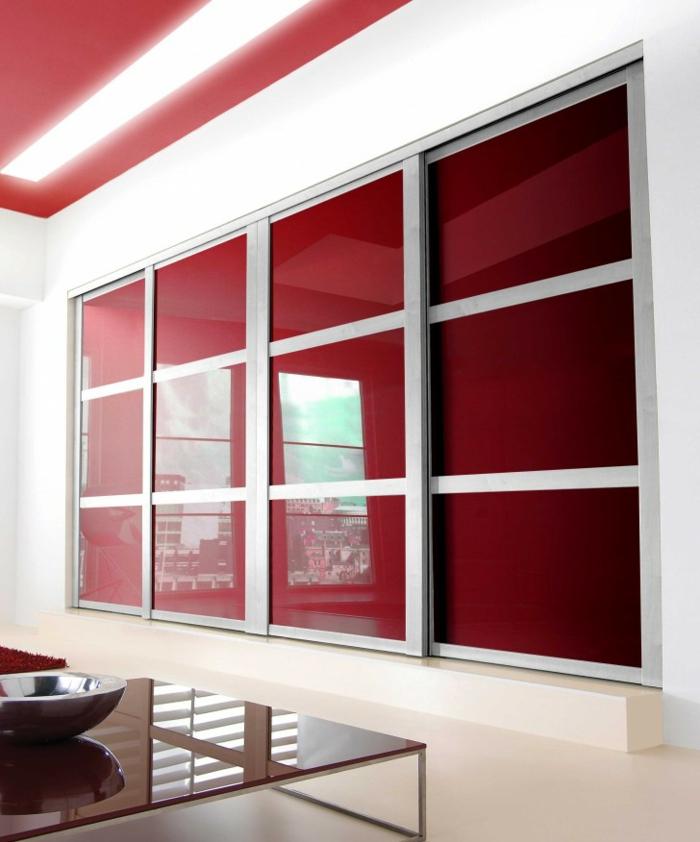 kleiderschrank schiebetüren rot glanzoberfläche wohnideen schlafzimmer