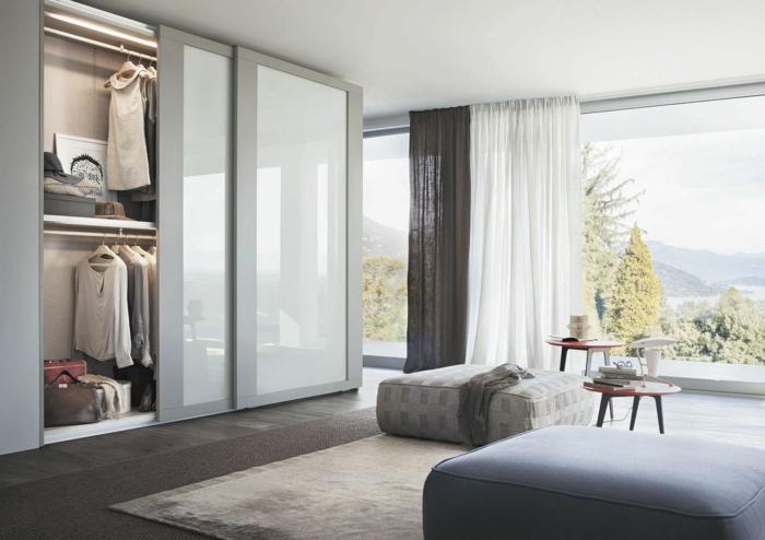 kleiderschrank schiebetüren schlafzimmer einrichten hocker teppich