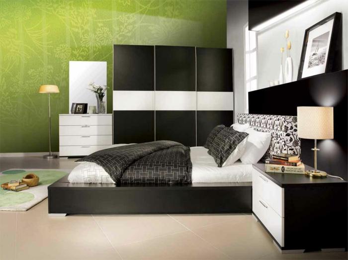 kleiderschrank schiebetüren schwarz weiß bodenfliesen beleuchtung schlafzimmer