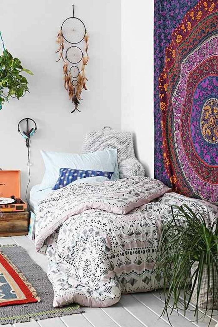 bodenbelag holzdielen schlafzimmer teppiche bettwäsche zimmerpflanze