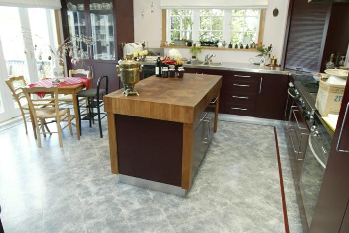 bodenbelag küche korkboden holzmöbel braune möbel