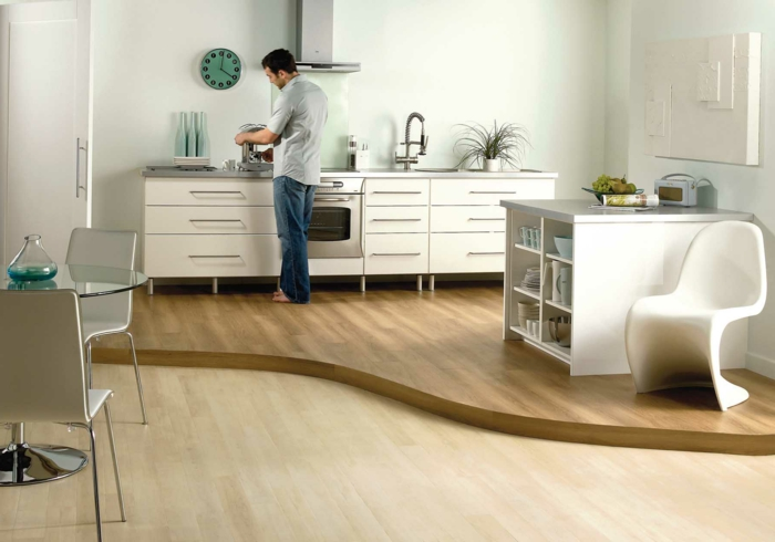 bodenbelag küche laminat modernes küchendesign wanduhr
