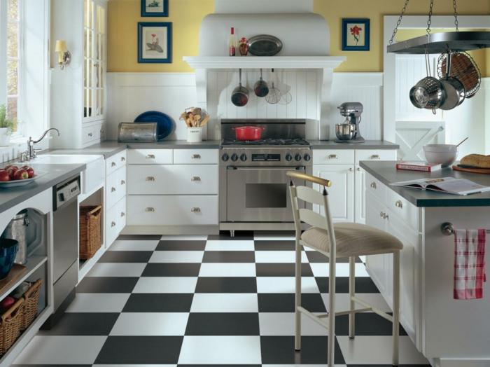 bodenbelag küche vinyl weiß schwarz weiße küchenschränke gelbe wände