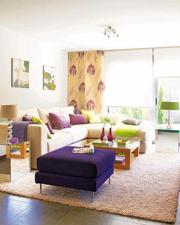 bodenfliesen wohnzimmereinrichtung ideen lila hocker frische akzente