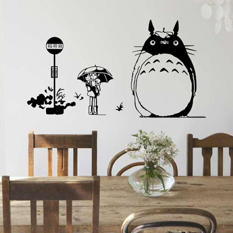 coole Wandtattoos Küche Esstisch mit Stühlen Wandfarbe weiß schwarz Wandsticker