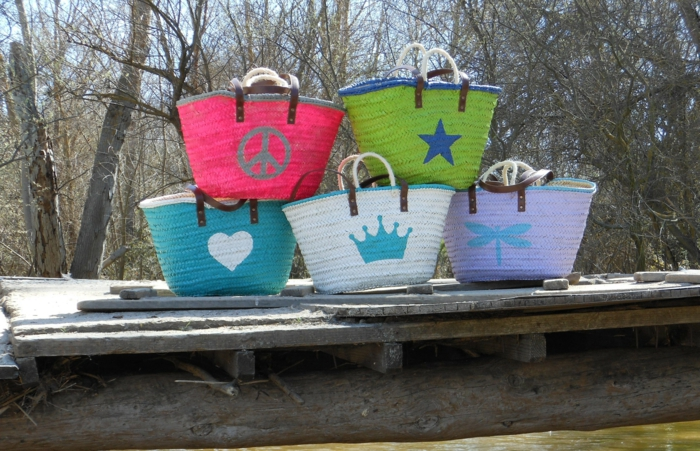 coole bastelideen damentasche strohtaschen selber dekorieren farben
