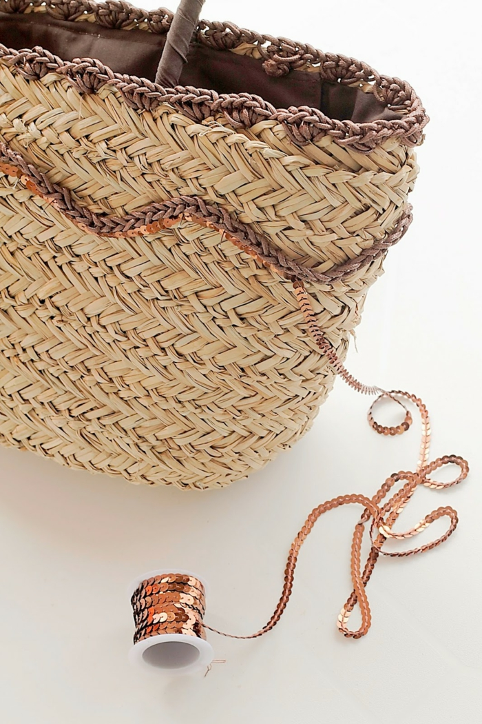 coole bastelideen strohtasche strandtasche pailletten häkelarbeit