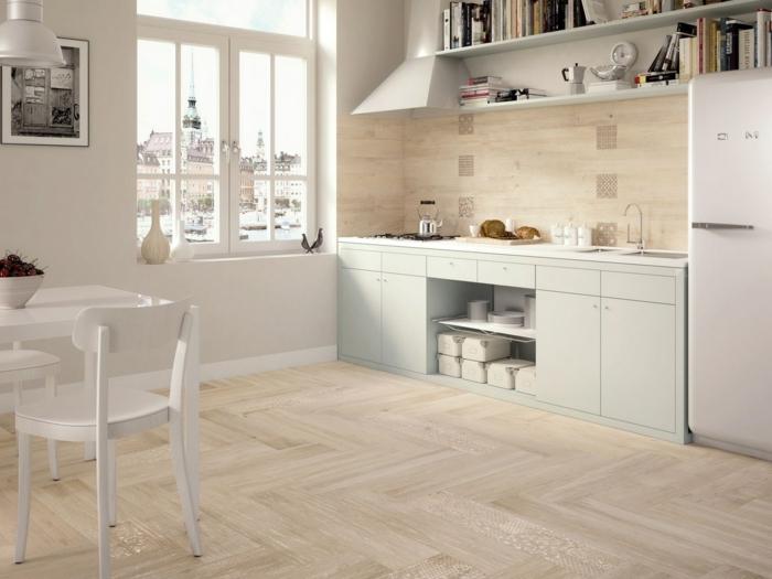 design bodenbelag hölzerne bodenfliesen helle wände weiße esszimmermöbel