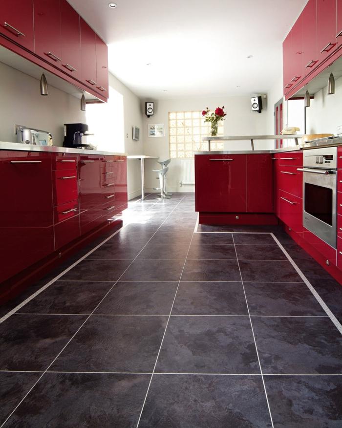 design bodenbelag vinyl bodenfliesen küche rote küchenschränke