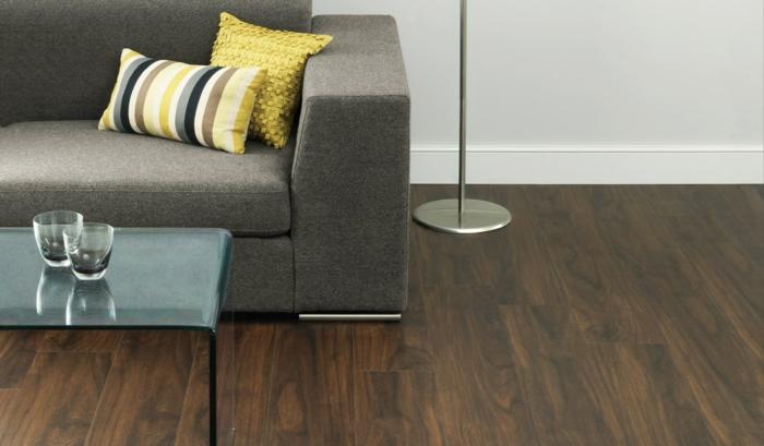 design bodenbelag wohnideen wohnzimmer holzboden farbige dekokissen