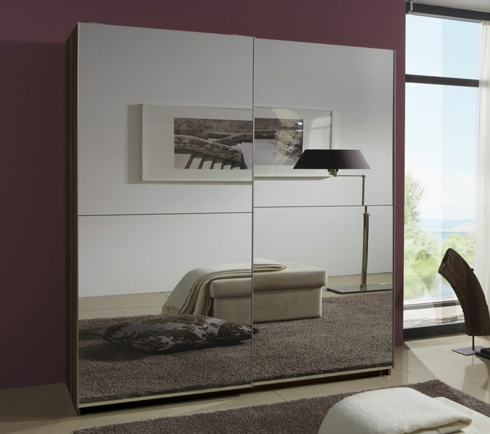 design kleiderschrank spiegeltüren schiebetüren dunkle wände wohnideen schlafzimmer