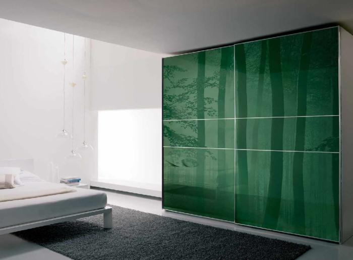 design kleiderschrank wohnideen schlafzimmer grüne frontseite grauer teppichläufer
