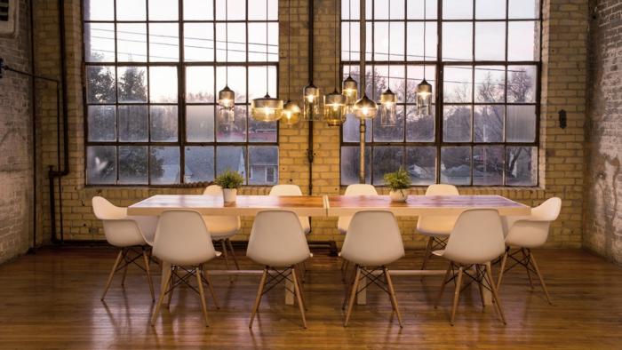 design leuchten industrielle pendelleuhcten essbereich ziegelwand tischdeko