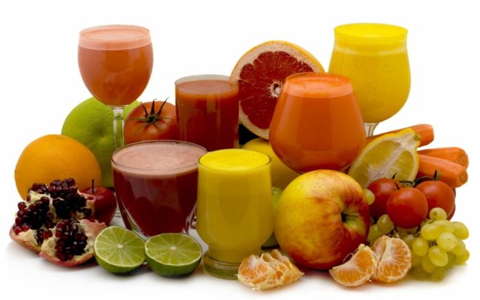 detox kur gesund abnehmen frische früchte zitrusfrüchte obst säfte smoothies