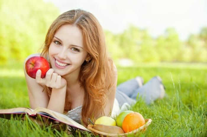 detox kur obst apfel orange birne frische luft grüne wiese