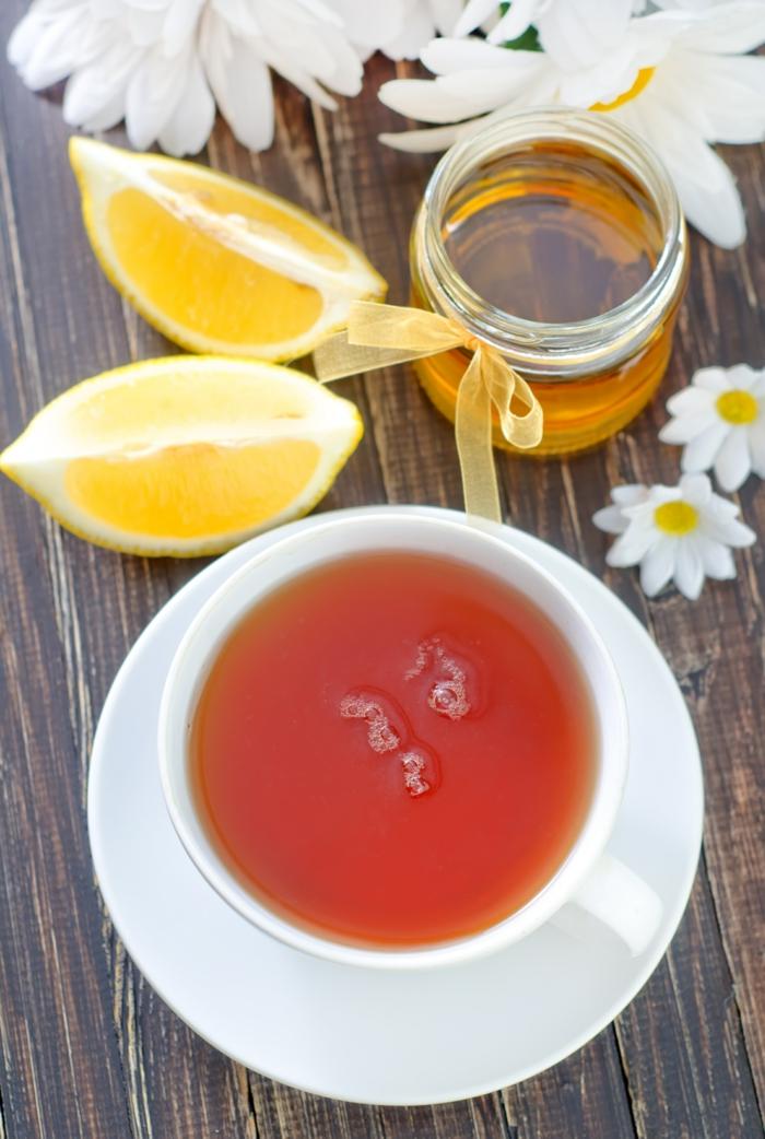 detox kur gesund abnehmen kräutertee trinken zitrone honig camillentee