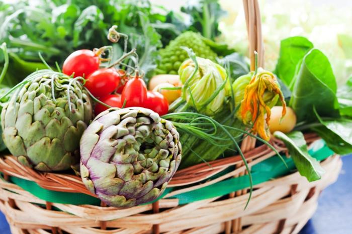 detox kur gesund essen frisches gemüse tomaten kürbisse blattgemüse artischocken