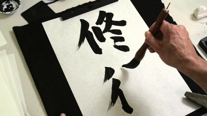 einrichtungsbeispiele raumgestaltung wohnflair asien wohnung einrichten einrichtungsbeispiele asien wohnideen mobiliar kalligrafie