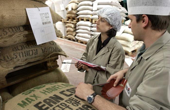 fairtrade produkte handeln kontrollieren zertifizieren transport
