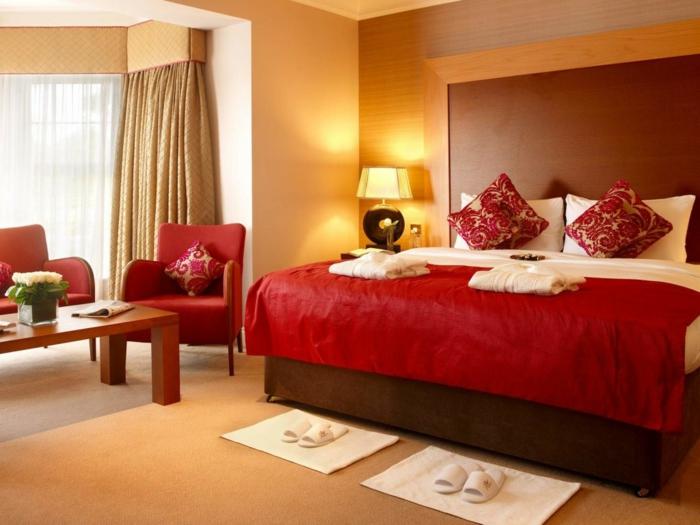 farbgestaltung schlafzimmer wandgestaltung wanddesign rot pompös