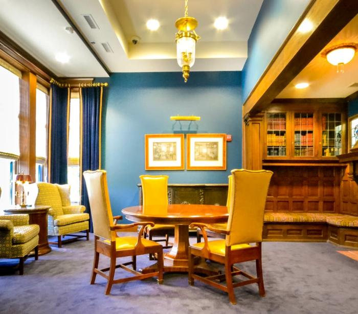 farbgestaltung wohnideen farbkreis panton farbkreis raumgestaltung blau gelb