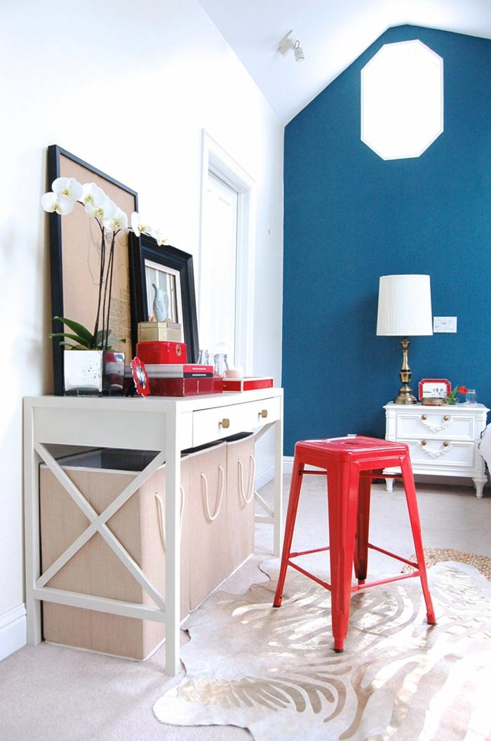farbgestaltung wohnzimmer wandgestaltung wanddesign blau rot