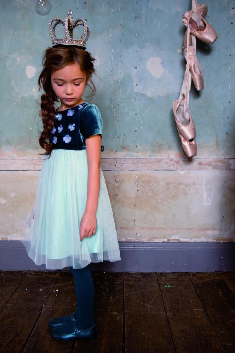 festliche Kinderbekleidung Mädchen Trends Tüllrock hellblau