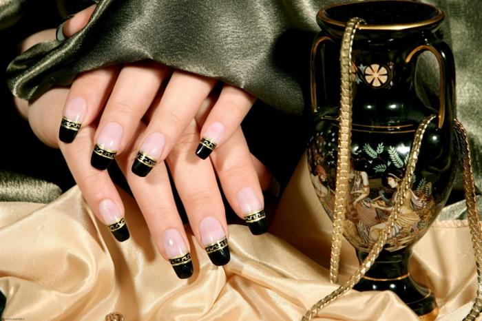 fingernägel design antike griechische muster gold schwarz gelnägel