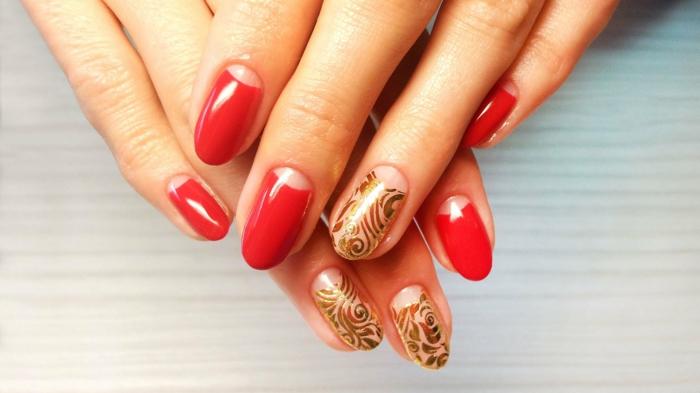 fingernägel design gelnägel nagellack rot gold florale muster