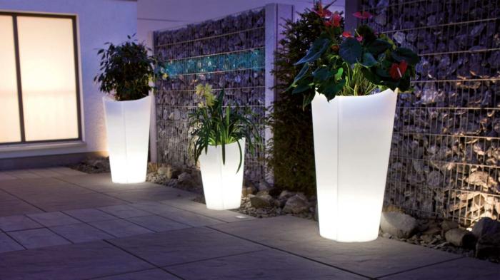 gartendeko ideen ausgefallene pflanzebehälter leuchtend gartenideen