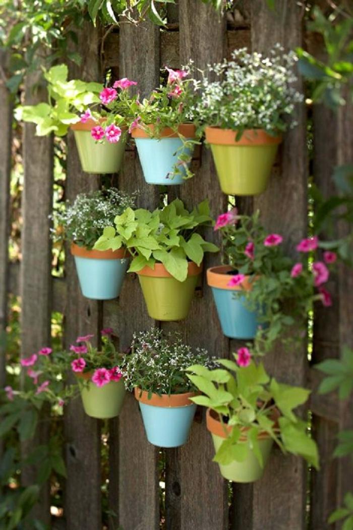 gartendeko ideen gartenzaun blumentöpfe pflanzen