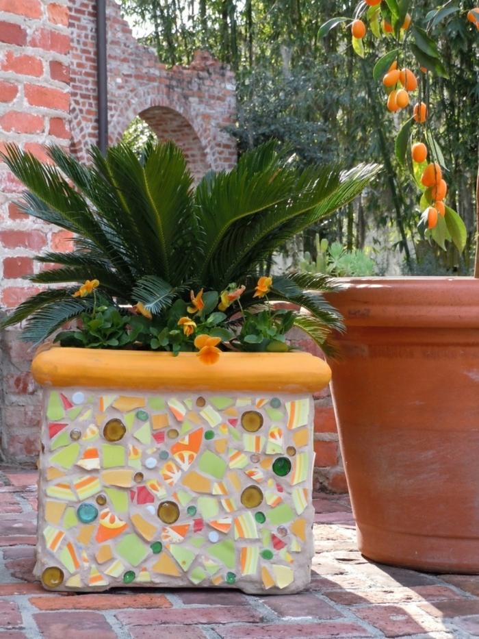 gartenideen blumen pflanzenbehälter mosaik