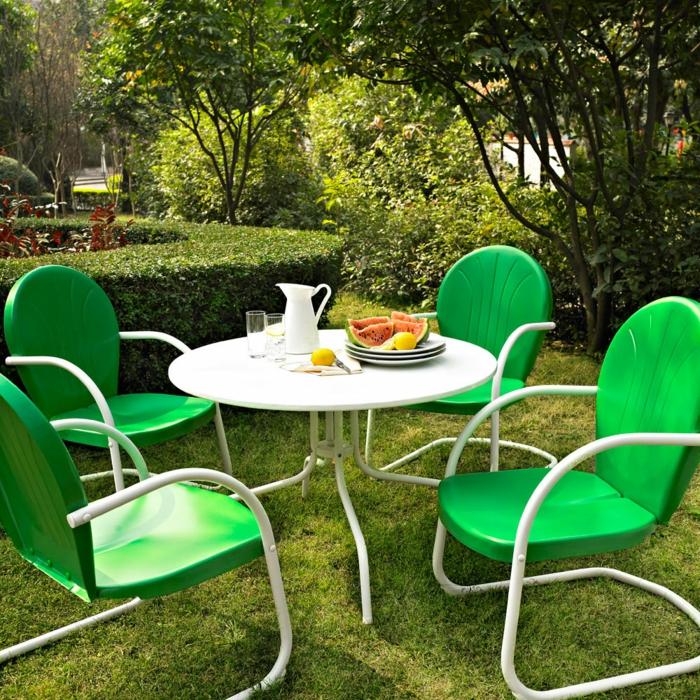 gartensessel grüne gartenstühle runder gartentisch weiß