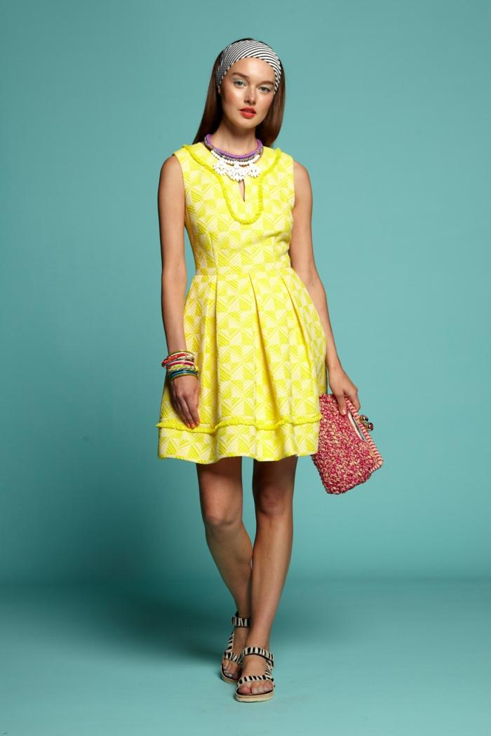 gelbes kleid alltägliches modell accessoires